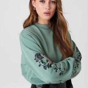 NA-KD Rose Embroidered Crewneck Sweatshirt Small